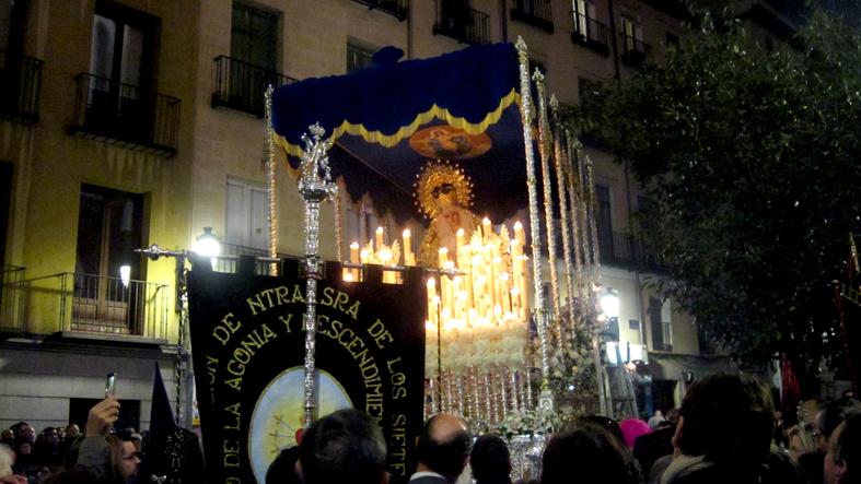 13- Oración ante la Iglesia de la Santa Cruz