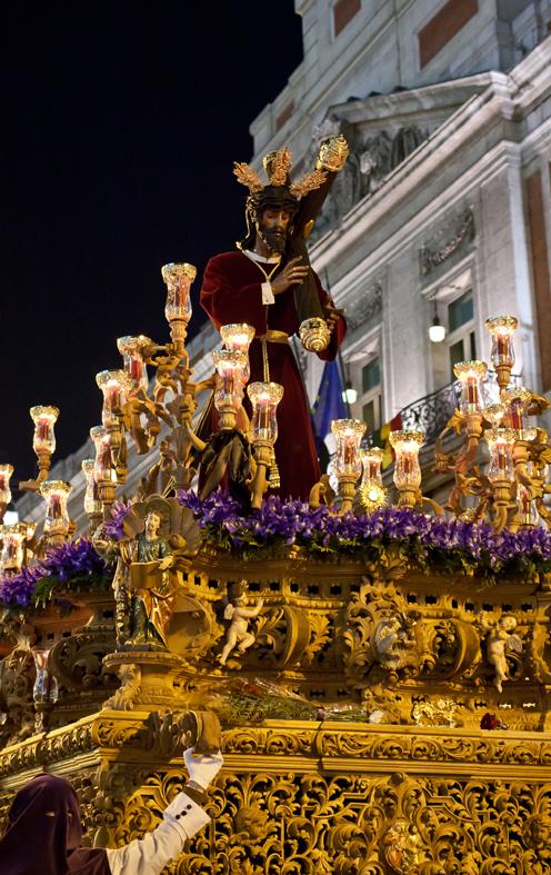 26 - El Señor caminando por Madrid