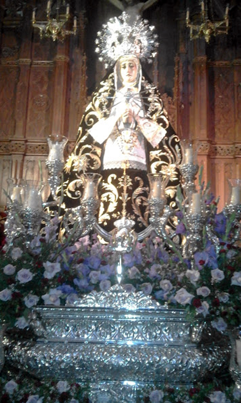 12 - Mª Stma de los Siete  Dolores en espera para salir como reina